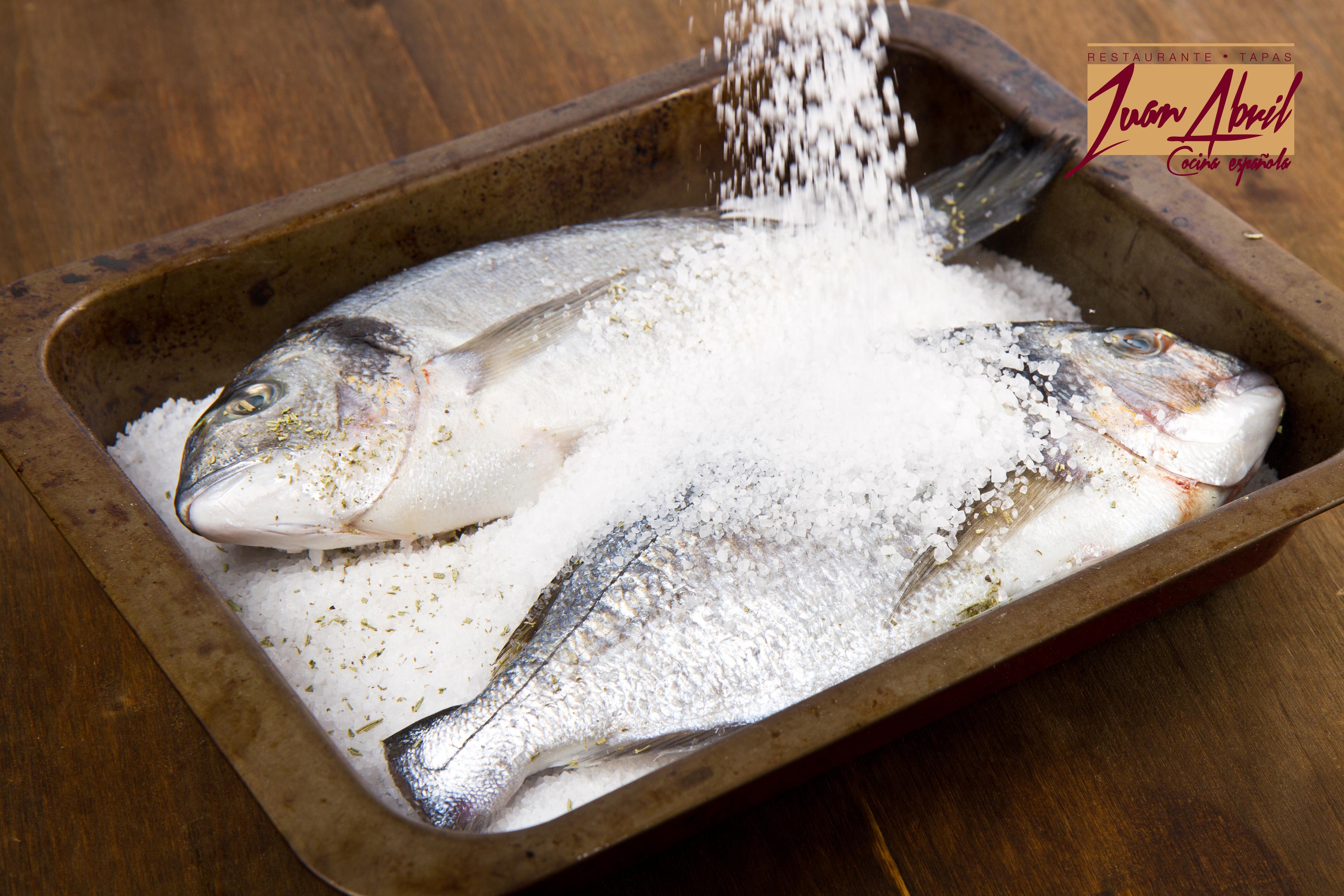 Pescado a la sal del Restaurante Juan Abril